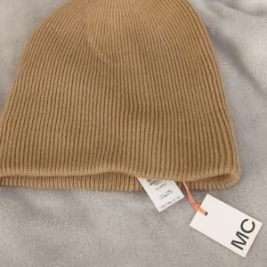 Brand new aritzia tuque with tags